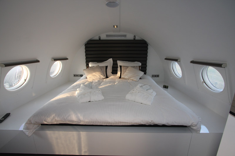 luxe-hotel-suites-airplane.004