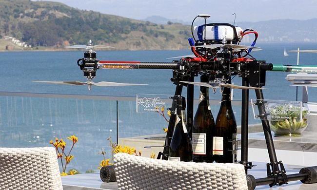 Champagne en su habiatción mediante un dron
