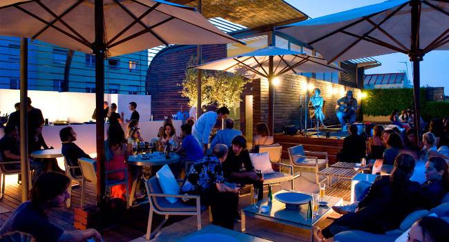 La terraza del Hotel Omm, el rincón del verano en la las alturas. Foto: Hotel Omm.