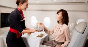 Un servicio de champaña a bordo de La Première  de Air France.