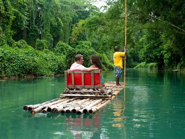 """Experiencia tranquila estilo """"góndola-Venecia"""" pero en balsa de bambú y en Jamaica"""