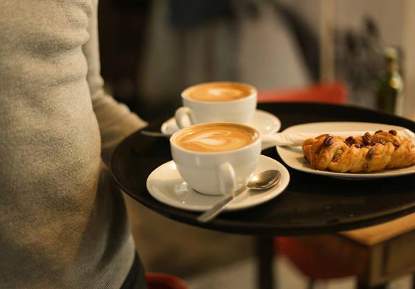En La Bicileta Café tu bebida favorita va sobre dos ruedas.