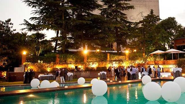 Recepción en la piscina del Hotel Juan Carlos I.