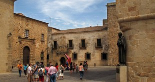 La Plaza de Santa María (Ayuntamiento de Cáceres).