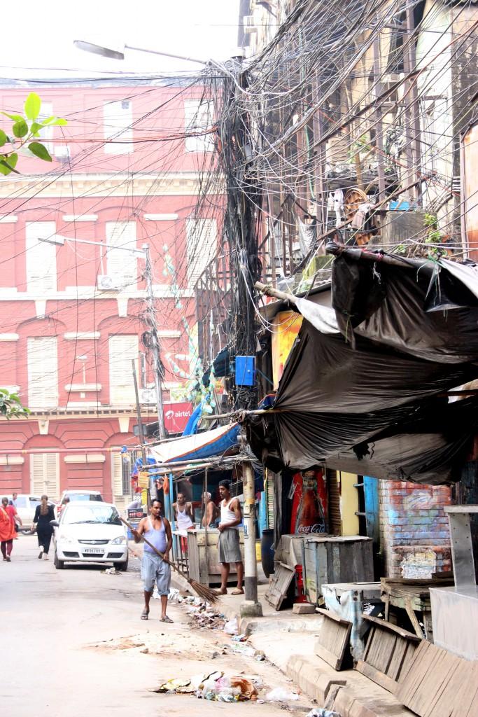 Calles de Calcuta pobres y caóticas