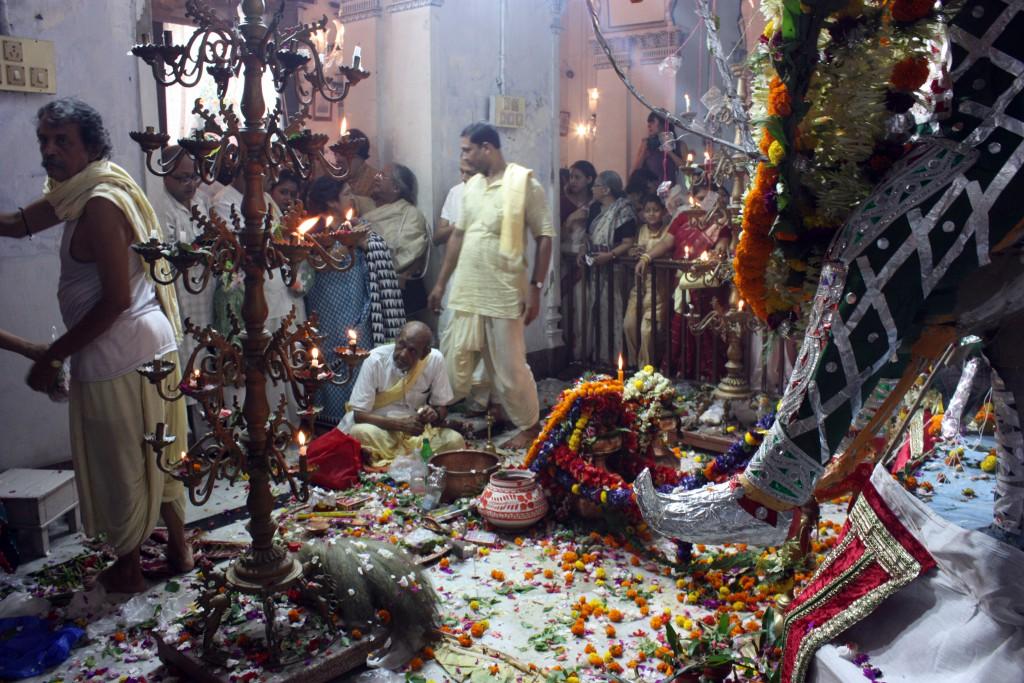 Puja en palacio Sovabazar Rajbati