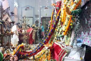 Flores a Durga en Sovabazar Rajbati