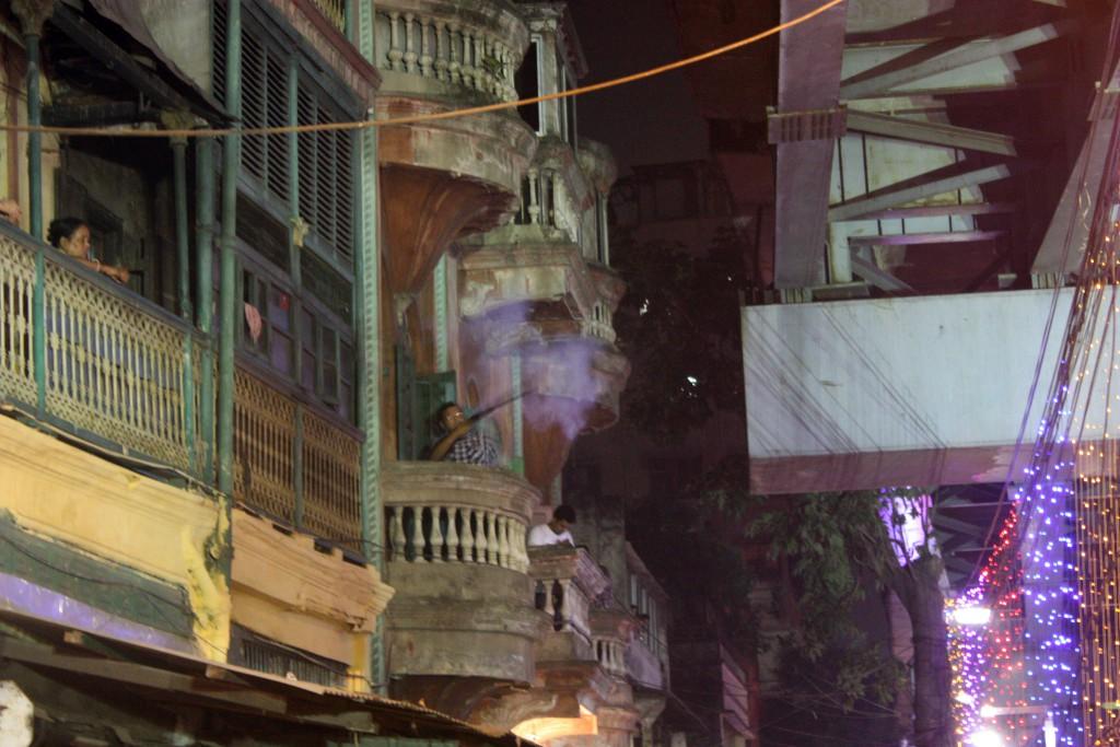 tradición del disparo en Narasingha Dawn