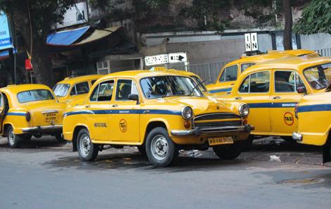 Los taxis Ambassador de Calcuta © Luis Martín-Crespo