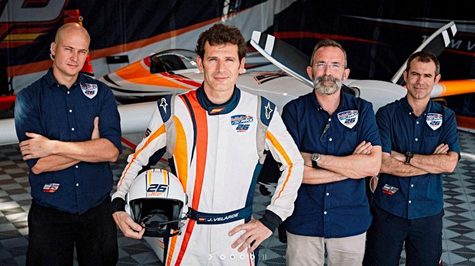 Juan Velarde y su equipo de carrera