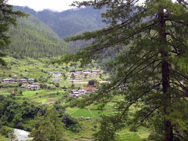 Montañas y templos en Bután.