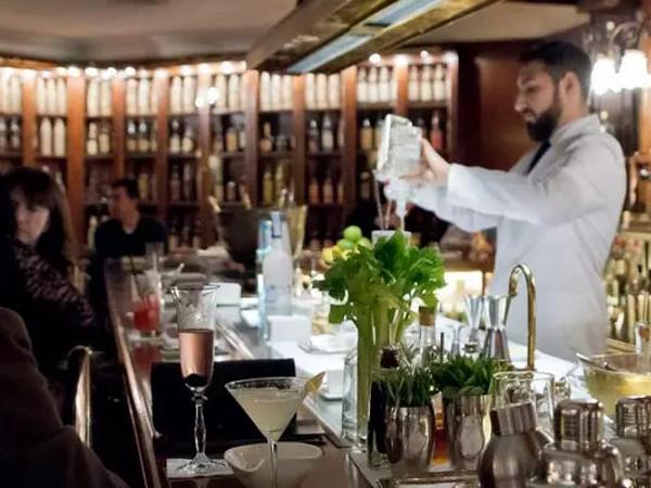 Las cocteleras no paran en el Dry Martini de Javier de las Muelas. (Imagen de su web).