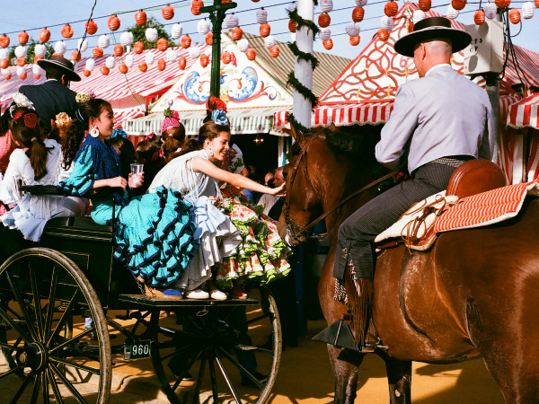 Jóvenes en enganche de caballos. Imagen: Gabriel R C