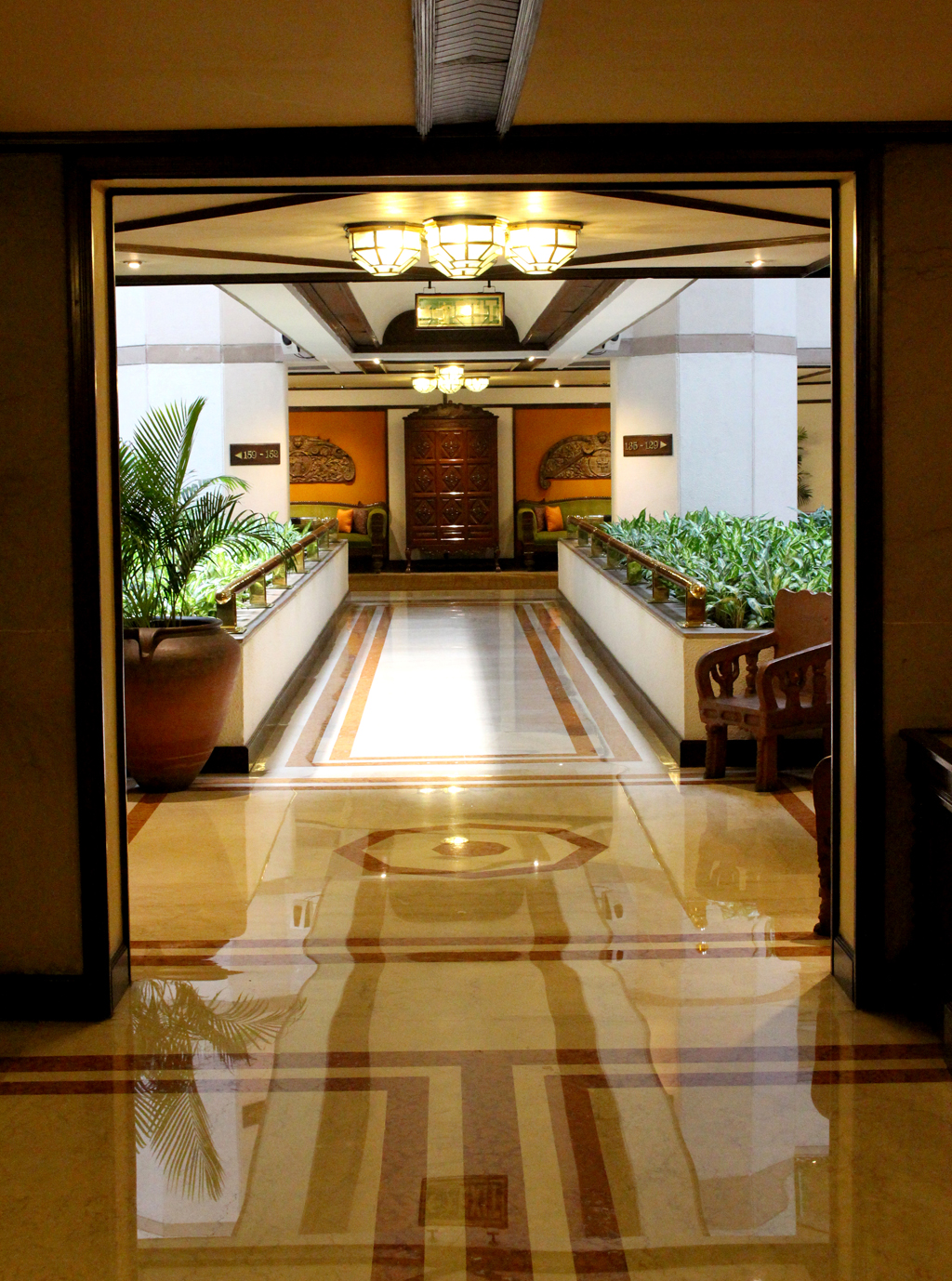 Tag Bengal Detalle de los pasillos del Tag Bengal, muebles ...