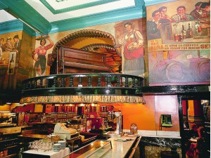 El Café Iruña, un clásico de la ciudad muy querido por sus habitantes.  Imagen de su web.
