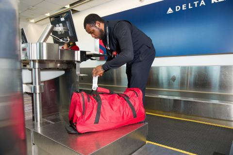 Cómo llevar siempre localizadas tus maletas este verano