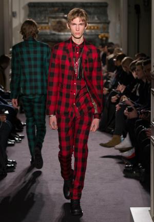 ¿se atreve con este look? Muchos lo harán. Imagen de Valentino.