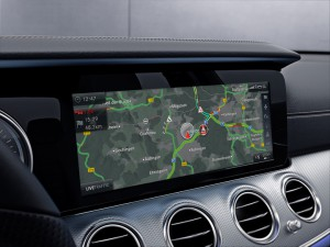 El sistema Car-to-X-Communication permite el intercambio de información entre vehículos Mercedes-Benz a través de la Cloud.