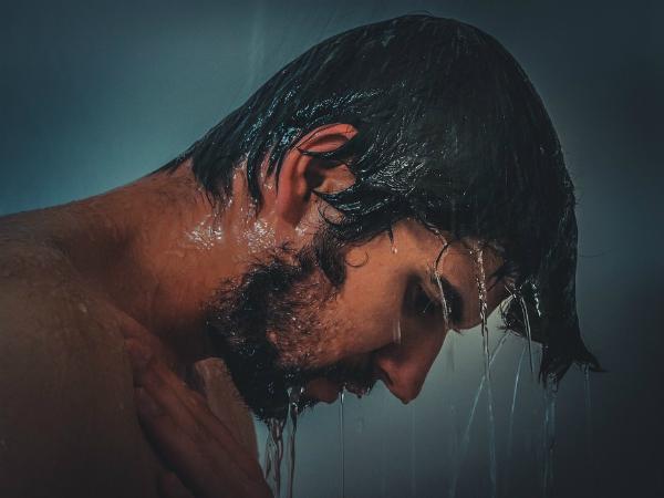 Lavarse el pelo es bueno: hágalo con los productos adecuados.