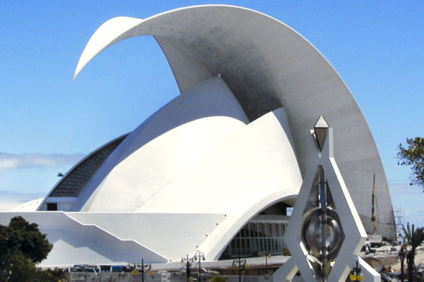 Auditorio Adán Martín: monumento moderno de Santiago Calatrava.