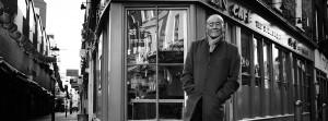 Ken Hom es el exitoso chef americano que ha puesto en marcha MEE Restaurant. Imagen de su página de Facebook.