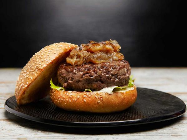 Una de las sabrosas propuestas de La Royale, la hamburguesería de autor de Paco Pérez en Barcelona.