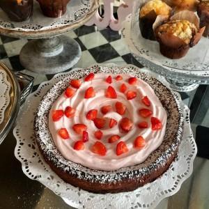 El pastel de chocolate con crema de fresa de Vailima.