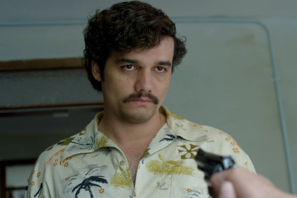 No olvide dar nueva vida a sus camisas hawaianas: Pablo Escobar vería en usted a todo un paisa.
