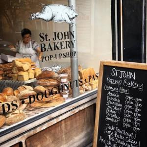 En St John Bakery, además de sus panes son muy populares sus donuts (doughnuts), con un relleno de crema que son un pecado.