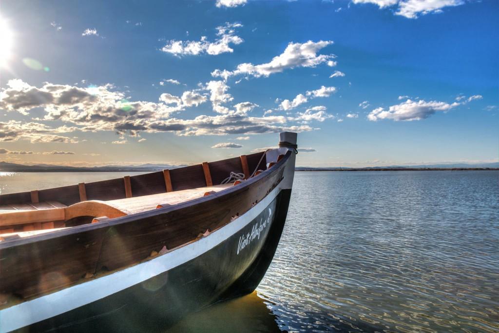 Las aguas tranquilas del lago de la Albufera que sólo alcanza una profundidad máxima de 1,5 metros.