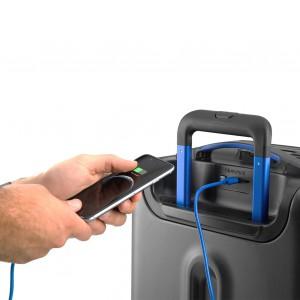 La maleta Bluesmart también incluye cargador.