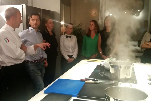 El chef Massimo Di Cencio en una degustación.
