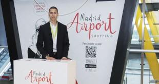 Uno de los personal shoppers del aeropuerto Adolfo Suárez Madrid-Barajas.