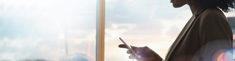 Hoy en día a través de las redes sociales las aerolíneas ponen a disposición de sus pasajeros una vía para contactar cuando hay interrupciones de viaje.