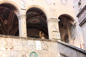 Vista de la planta alta del patio en el Museo del Bargello.