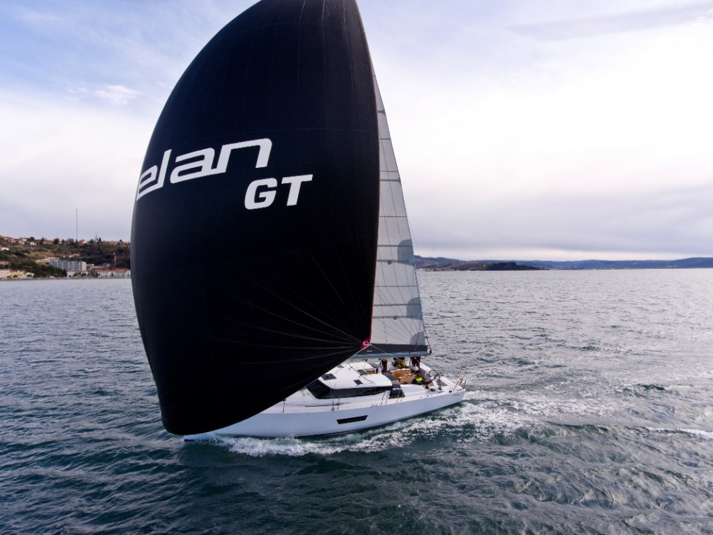 El GT5 es el primero en una nueva gama del astillero esloveno enfocada a una navegación rápida.