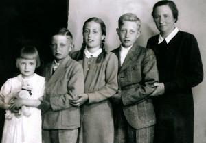 Isabel Alfonsa de Borbón y sus hijos.