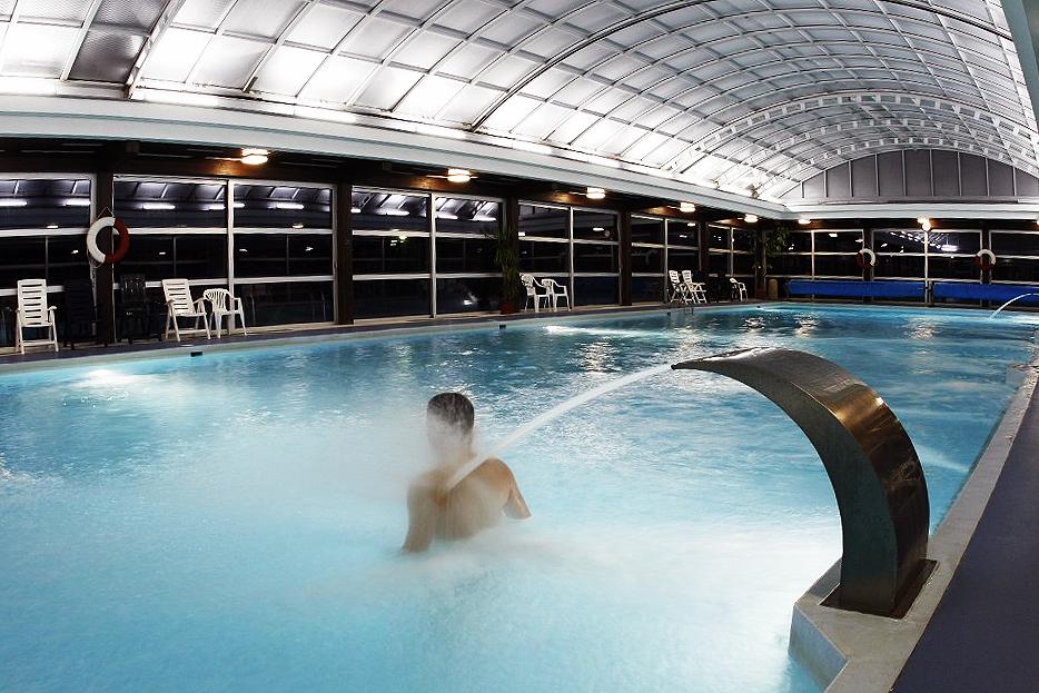 Gran piscina de agua termal de Vyšné Ružbachy.