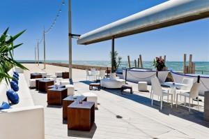 A pie de playa degustando la auténtica cocina mediterránea. Boo Restaurant en Platja de la Nova Mar Bella, Barcelona.