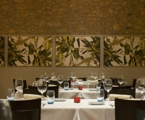 Paisaje rural fuera y dentro de Art Restaurant. Foto: TripAdvisor