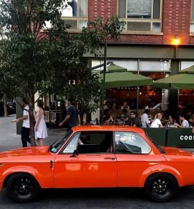 Un clásico delante de otro clásico, el café restaurante Cookshop. Foto: @rapo4 para facebook de Cookshop