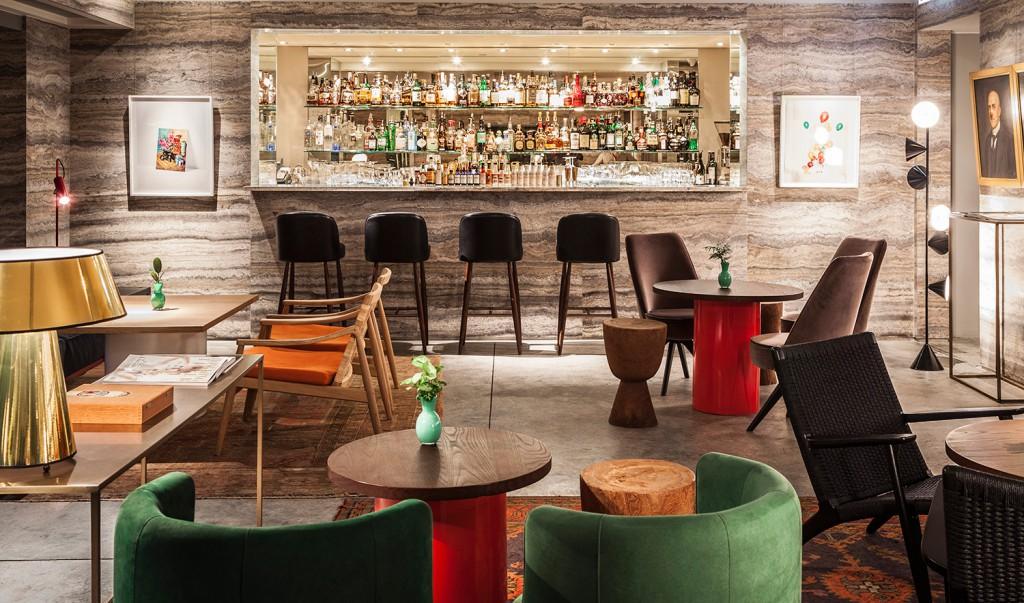 El interiorismo de diseño, por supuesto. Mármoles y muebles nórdicos visten este restaurante de Hong Kong. Foto: Duddell's