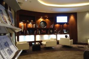 Rincón de lectura para pasajeros Business de Etihad en Abu Dabi