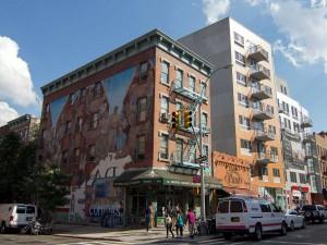 East Harlem, el que fuera un barrio italiano hasta principios del siglo XX, ahora es territorio latino desde que en los años 20 comenzaran a llegar inmigrantes puertorriqueños.