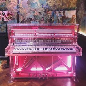 Piano en clave rosa. Foto: facebook de Sketch