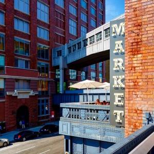 La fachada de este edificio en Meatpacking District, ahora reconvertido en Chelsea Market, delata su pasado industrial (fue la sede y fábrica de galletas de NaBisCo). Foto: facebook de Chelsea Market