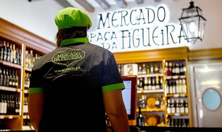 Disfrutar de pequeños placeres en el Mercado de Figueira es imprescindible