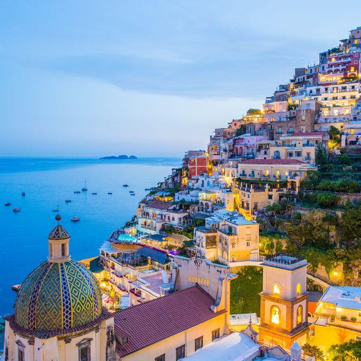 Positano es uno de los pueblos de la costa italiana desde la que contemplar una puesta de sol que emana paz y tranquilidad