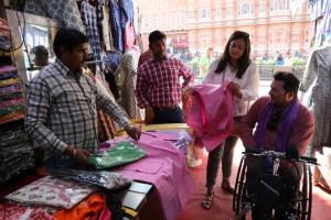 De compras en silla de ruedas en Jaipur