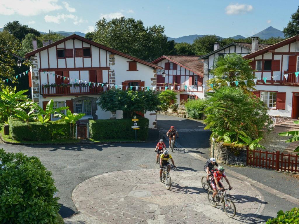 Las fachadas de los edificios son uno de los elementos más característicos de Ainhoa ©tourisme-aquitaine.fr